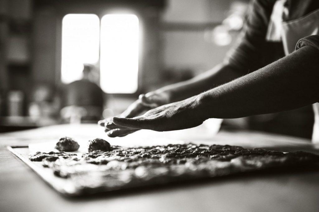 elaboración de pan con masa madre artesanal
